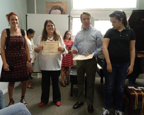 Entrega de diploma a Soraya