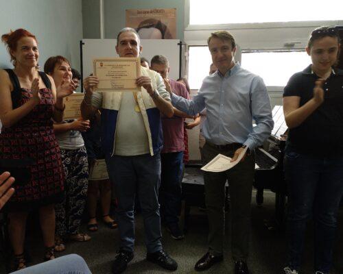 Entrega de diploma a Fernando